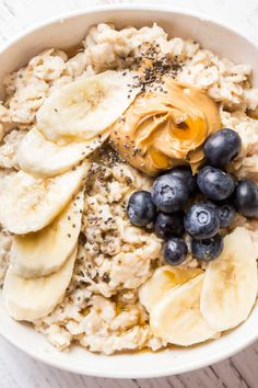 Learn all the basics of How to Make Oatmeal! Creamy and delicious old-fashioned oatmeal ready in just 15 minutes! Add your favorite toppings and enjoy this healthy and hearty breakfast on a regular basis.