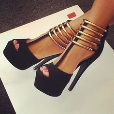 Imagen vía We Heart It https://weheartit.com/entry/177567832 #black #chic #gold #heels #high #sexy #shoes