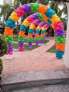 so beautiful multicolor balloon arches! Birthday Balloon Decorations, Rainbow Decorations, Birthday Balloons, Trolls Birthday Party, Troll Party, 1st Birthday Parties, Deco Ballon, Balloons Galore, Rainbow Balloons