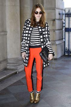 Piezas clave del street style de las semanas de la moda: el abrigo a cuadros de Angela.