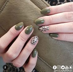 46 Cute Green Nail Art Designs Ideas To Try Although women tend to neglect their nails during the colder months, it is the most important time to take care … Love Nails, Pretty Nails, My Nails, Green Nail Art, Green Nails, Nail Glitter Powder, Nail Art Vernis, Leopard Print Nails, Leopard Prints