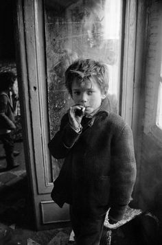 Léon Herschtritt, The end of an era - The Eye of Photography Magazine Men Photography, Street Photography, Children Photography, Album Instagram, Creepy Images, Cute Cottage, Kids Around The World, Pretty Photos, Photo Story