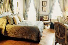 Bedroom at L'Hôtel de Toiras.