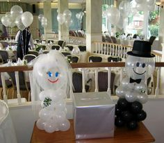 Balloon wedding figures