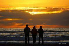 Love this photo!  @bethputtick  Large crowd gathered on the beach this morning... #goodmorning #happyday #blessings #sunrise  #staugustine #skylover #shineonus #sky #instasun #warm #sunrisepics #sunshine #sunrays #igers #naturephotography #rise #naturelovers #sunrise #lethimshineonus #grace #nature #blue #rays #naturephoto #sun