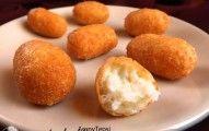 Sokan szeretjük a sajtot sütve, de kevésbé azt, hogy többnyire túl olajos. Az alábbi recept ebben más, mint az eddigiek.    Ez a sajtgolyó nem szívja meg magát olajjal, a külseje ropogósra sül, rendkívül könnyen formázható, és még kiadós is! Az alábbi mennyiségből kb. 25-30 db. sajtgolyót tálal