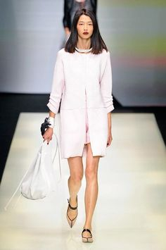 Emporio Armani spring/summer 2016 collection show pictures Emporio Armani, Giorgio Armani, White Dresses For Women, Barnet, Love Fashion, Fashion Trends, Spring Summer 2016, Shirt Dress, Runway