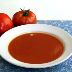 A simple, homemade soup made with fresh tomatoes is a perfect summertime treat when the best tomatoes are ripe in gardens and farmers' markets. Everyone will love the fresh sweet taste and smooth texture. Tomato Soup Ingredients, Tomato Soup Recipes, Hcg Diet Recipes, Healthy Recipes, Healthy Soup, Fresh Tomato Soup, Tomato Tomato, Tomato Bisque, Tomato Basil