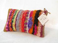 tapices hechos cosas: cartucheras y bolsitos  lana pura de oveja,hilada y teñida a mano tapiz tradicional