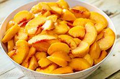 How to Freeze Peaches without Sugar, Taste Fresh Peaches Year Round. Best Peach Cobbler, Fresh Peach Pie, Peach Jam, Frozen Fruit, Frozen Meals, Fruit Recipes, Real Food Recipes, Jam Recipes, Peach Delight
