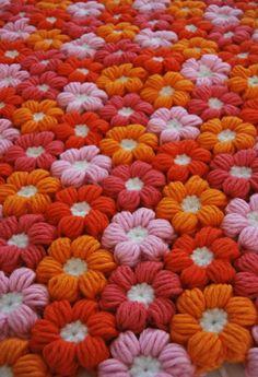 Puff Stitch Flower 예요.아래 그림처럼 입체감있는 꽃을 만들어는 방법이죠. 퍼프 스티치를 하는 방법...
