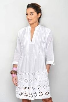 A More Casual Take On The Office Standby - Womens Fashion - Marecipe Linen Dresses, Cotton Dresses, Casual Dresses, Fashion Dresses, Summer Dresses, Boho Stil, Blouse Designs, Designer Dresses, Beachwear