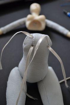 Создаем будуарную куклу Сюзетт серый кролик. Часть 2 | Журнал Ярмарки Мастеров Cute Polymer Clay, Polymer Clay Dolls, Doll Shoe Patterns, Doll Making Tutorials, Homemade Dolls, Marionette, Teddy Toys, Doll Wigs, Sewing Dolls