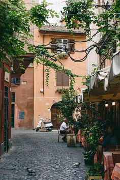 Trastavere, Rome Places Around The World, Around The Worlds, Places Ive Been, Places To Visit, Green Cafe, Beautiful Places To Travel, Wander, The Good Place, Explore