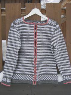 Fana kofte str 36,kopi fra Nordmøre kofte stiftelsen Men Sweater, Sweaters, Fashion, Velvet, Scale Model, Moda, Fashion Styles, Men's Knits, Sweater