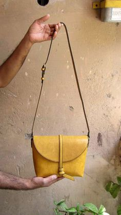 Mustard Little Stella, Chiaroscuro, India, Pure Leather, Handbag, Bag, Workshop Made, Leather, Bags, Handmade, Artisanal, Leather Work, Leather Workshop, Fashion, Women's Fashion, Women's Accessories, Accessories, Handcrafted, Made In India, Chiaroscuro Bags - 3
