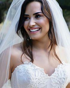 Demi Lovato Albums, Demi Lovato Body, Music Journal, Curvy Women Fashion, Wedding Make Up, Wedding Ideas, Britney Spears, Girl Power, Getting Married