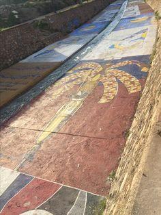 La Mangrana del #MisteridElx pintada en el cauce del rio Vinalopó.