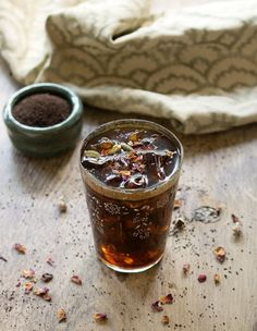 Middle Eastern Iced Coffee with Homemade Cardamom Vanilla Syrup -Make an easy syrup that's infused with cardamom and vanilla bean. Add that Homemade Cardamom Vanilla Syrup into your cold brew coffee! Yummy Drinks, Healthy Drinks, Yummy Food, Fun Drinks, Alcoholic Drinks, Healthy Eating, Vegan Slow Cooker, Iced Coffee, Coffee Syrups