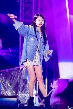 180512 Dew Live Festival IU jikjjik by Louis Korean Celebrities, Beautiful Celebrities, Beautiful Women, Stage Outfits, Kpop Outfits, Kpop Girl Groups, Kpop Girls, Iu Short Hair, Korean Girl