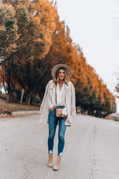 How I style a bodysuit for a fall night out (Cella Jane) Casual Night Out Outfit, Girls Night Out Outfits, Club Outfits For Women, Casual Skirt Outfits, Hot Outfits, Fashion Tips For Women, Stylish Outfits, Night Out Outfit Clubwear, Clubbing Outfits