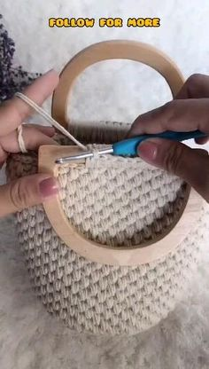 Free Crochet Bag, Crochet Tote, Crochet Purses, Crochet Crafts, Crochet Bag Tutorials, Crochet Videos, Crochet For Beginners, Crotchet Bags, Knitted Bags
