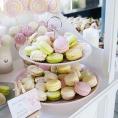 Cu aerul boem al Parisului, surprins intr-un amalgam de arome si texturi, micul macaron traverseaza secole de traditie, cu un echilibru perfect intre simt si gust. Boem, Pastel, Candy, Table Decorations, Home Decor, Sweet, Homemade Home Decor, Cake, Toffee