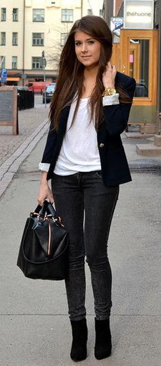 Marianna Mäkelä : black blazer, white t-shirt, black bag, dark skinny pants & black ankle boots