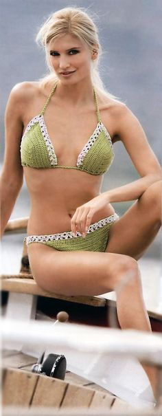 Free crochet swimwear pattern: Light green bikini #freeswimwearpattern #freebikinipattern