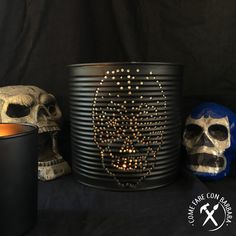 Ho fatto questa lanterna pensando alle decorazioni messicane del dìa de  los muertos che mi piacciono tanto così piene di  colore  e decorazioni . I've been inspired for this Halloween lantern by the mexican calaveras