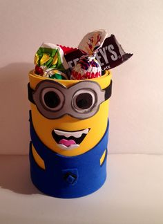Minion Goody can. Made this using a recycled vegetable can. Then covered in foam and decorated to resembled a Minion. Perfect and reusable. Can be used as goodybag and after as a pencil / school supply holder. Like us on facebook.com/fofuchashandmadedolls #Minions #DespicableMe #Crafts