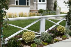 53 Relaxing Front Yard Fence Remodel Ideas - All For Backyard Ideas Farmhouse Landscaping, Backyard Fences, Front Yard Landscaping, Sloped Backyard, Landscaping Ideas, Backyard Ideas, Landscaping Shrubs, Outdoor Landscaping, Fence Design