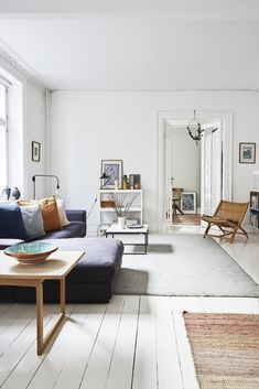 Scandi Style, Nordic Style, Cozy Reading Corners, Nordic Interior Design, Tadelakt, Nordic Home, Aesthetic Rooms, White Rooms, Cozy Living Rooms