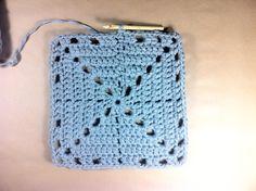 alfombra trapillo cuadrada http://www.tuteate.com/2013/10/09/prepara-una-alfombra-cuadrada/#more-13495
