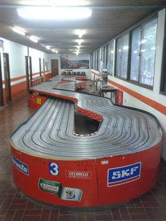 Slot Car Racing, Slot Car Tracks, Slot Cars, Race Tracks, Fun Snacks For Kids, Dinners For Kids, Las Vegas, Design Page, Hot Rods