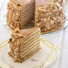 Special honey cake layered with dulce de leche Honey Cake (Medovik Cake) with Dulce de Leche Healthy Cupcake Recipes, Delicious Cake Recipes, Healthy Cake, Easy Cake Recipes, Yummy Cakes, Dessert Recipes, Dessert Ideas, Medovik Cake Recipe, Torte Recipe