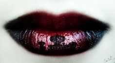 Magnifique! Cette femme fait de ses lèvres de véritables œuvres d'art