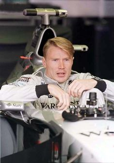 Mika Häkkinen, former driver from FInland Formula 1, Dangerous Sports, Sport Hall, Mclaren F1, F1 Drivers, Car And Driver, Courses, Fast Cars, Grand Prix