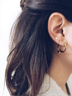 Ear party Earrings Gold Jewelry Earring with star more on fashionchick Ear Jewelry, Cute Jewelry, Gold Jewelry, Jewelry Accessories, Women Jewelry, Jewelry Design, Jewlery, Jewelry Party, Jewelry Stand