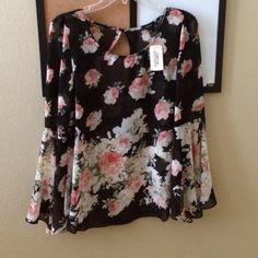 BNWT Bell Sleeve Floral Top So adorable, can be dressed up or dressed down // best for S-M // from Forever 21, used FP for exposure Free People Tops Tees - Long Sleeve