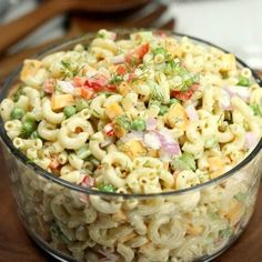 This Easy Macaroni Salad recipe is the perfect side dish to bring to Summer BBQ's, parties and more! Easy macaroni salad is loaded with veggies, cheese and more. You will love the creamy dressing. Easy Macaroni Salad, Elbow Macaroni Recipes, Easy Pasta Salad, Classic Macaroni Salad, Spaghetti Salad, Healthy Pasta Salad, Summer Pasta Salad, Macaroni Salad With Shrimp, Desert Recipes