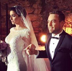 Merve Boluğur ve Murat Dalkılıç http://blog.daigelinlik.com.tr/2015/08/merve-bolugur-gelinligi-kaftan-mini.html