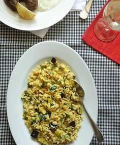 Orzo salad (with aubergine and courgette) Greek Orzo Salad, Eggplant Dishes, Eggplant Zucchini, Greek Cooking, Cooking Orzo, Cooking Barley, Cooking Tips, How To Cook Orzo, Orzo Salad Recipes