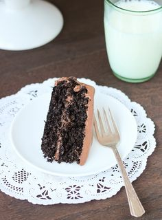 this gf cake replaces flour with straight-up quinoa. Best-Ever Chocolate Quinoa Cake - making thyme for health Gluten Free Cakes, Gluten Free Baking, Gluten Free Desserts, Healthy Desserts, Delicious Desserts, Unique Desserts, Quinoa Chocolate Cake, Quinoa Cake, Gluten Free Chocolate