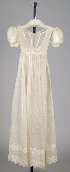Dotted cotton muslin evening dress with embroidered hem, American, 1820-25.
