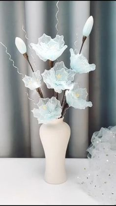 Diy Crafts For Home Decor, Diy Crafts Hacks, Diy Crafts For Gifts, Diy Arts And Crafts, Creative Crafts, Paper Flowers Craft, Flower Crafts, Diy Flowers, Paper Crafts