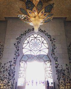 Sheikh Zayed Mosque #emiradosarabes #abudhabi #missãovt #MonicanaAsia #mosque #mesquita #mesquita #lonelyplanet #luxurylife #swarovski #crystals #chandelier #viagem #travel