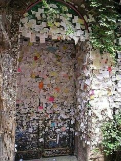 Wall of Live, Verona, Italy. Notes on the entrance of Romeo and Juliet.