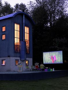 A very coolbackyard drive-in movie theatre....