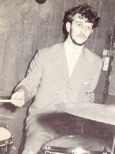 Before Ringo Starr finally joined the Beatles, he was part of a band called Rory Storm and the Hurricanes. Beatles Band, The Beatles, Great Bands, Cool Bands, Rogers Drums, Parda, Richard Starkey, 80s Hair Bands, Just Good Friends